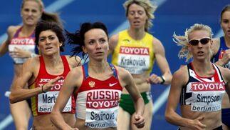 La corredora española Mayte Martínez (2i), durante la primera ronda de los 800 metros del Mundial de atletismo Berlín 2009 que se disputa en el Estadio Olímpico de la capital alemana.  Foto: EFE