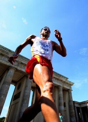 El corredor español Molina durante la prueba de los 20 kilómetros marcha en los Mundiales de Atletismo de Berlín.  Foto: EFE
