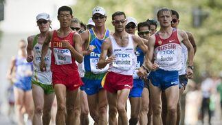 El español Paquillo Fernándes (centro) durante la prueba de los 20 kilómetros marcha junto al chino Hao Wang, el ruso Valeriy Borchin y el mexicano Eder Sánchez.  Foto: EFE