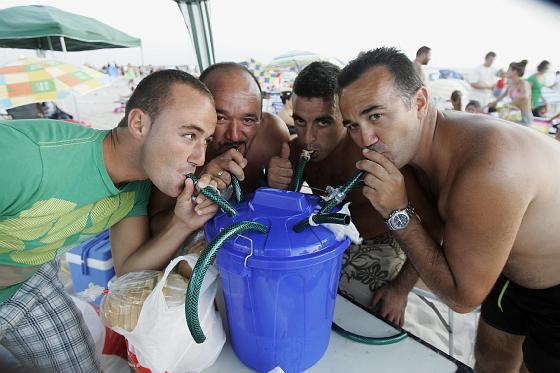 Las barbacoas del Trofeo, un marco ideal para dar a conocer algunos ingeniosos inventos.   Foto: Lourdes de Vicente