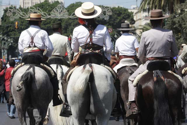 Hilera de Caballos copan la Alameda Principal. FOTO: Migue Fernández