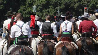 Hileras de caballos copan la Alameda Principal. FOTO: Migue Fernández
