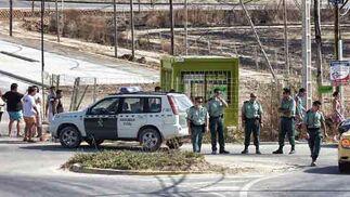 La Guardia Civil se personó en el lugar del incendio.  Foto: Manuel Gómez, EFE