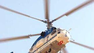 Varios helicópeteros tuvieron que intervenir para sofocar el incendio.  Foto: Manuel Gómez, EFE