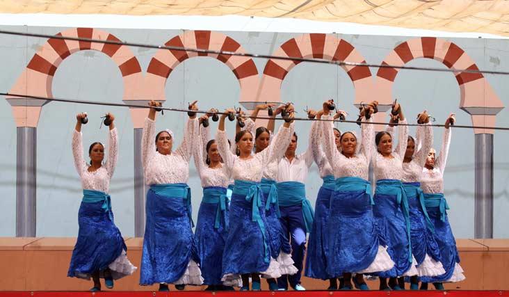 Actuación flamenca en una de las casetas del Cortijo de Torres. FOTO: Migue Fernández