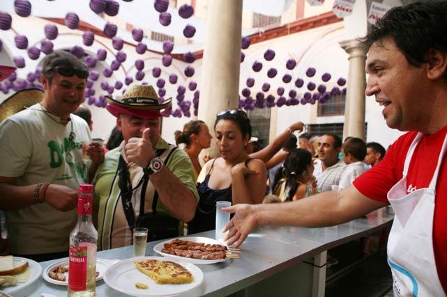 La Feria de Málaga ofrece una gran variedad de platos que degustar. FOTO: Punto Press