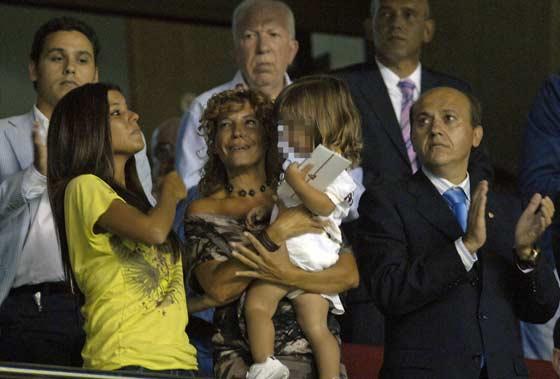 El hijo de Antonio Puerta asistió al partido en homenaje a su padre.  Foto: Manuel Gómez