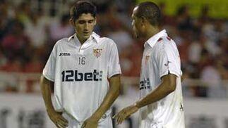 José Carlos y Luis Fabiano hablan antes de un saque.  Foto: Manuel Gómez