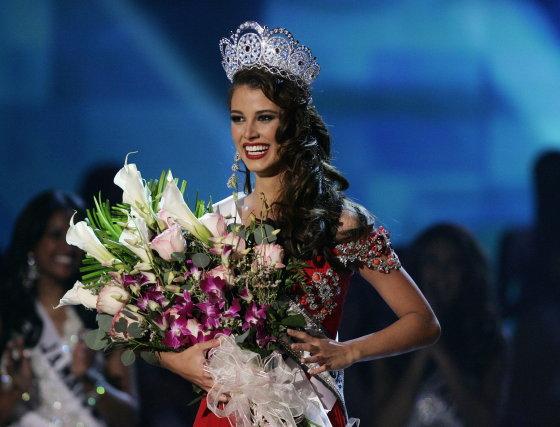 La Miss Universo 2009 sonríe al auditorio del Hotel Atlantis de Paradise Island donde se celebró la gala del concurso.  Foto: Efe