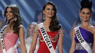 Las candidatas a Miss Universo 2009 esperan el veredicto del jurado.  Foto: Efe