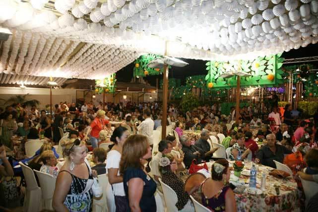 La caseta municipal llena de gente una de las noches de la Feria. FOTO: PUNTO PRESS