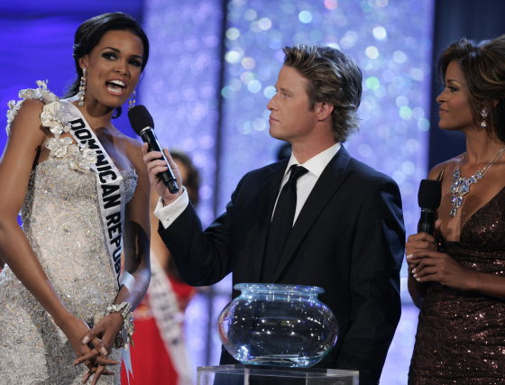 La dominicana Ada de la Cruz contesta las preguntas del jurado.  Foto: Efe