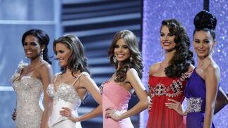 Las finalistas esperan la decisión del jurado.  Foto: Efe