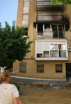 El fuego se ha producido en la plaza Virgen de los Dolores de barrio del Tardón.  Foto: Victoria Hidalgo