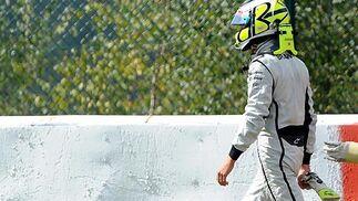 Button abandona el circuito de Spa.  Foto: Afp Photo / Reuters / Efe