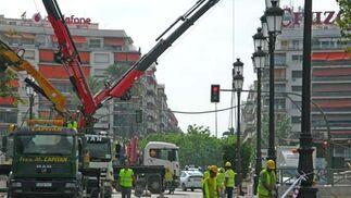 Obreros ultiman las obras de la estación de Puerta Jerez de cara a la inaguración.  Foto: Manuel Gómez