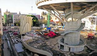 Imagen actual del estado de las obras de remodelación de la plaza de la Encarnación, prácticamente paralizadas por falta de dinero.