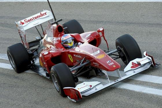 Fernando Alonso al volante del F10/Efe  Foto: Efe