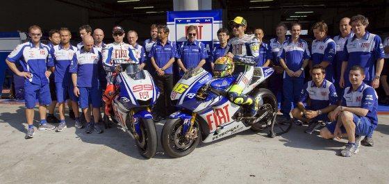 El equipo Fiat Yamaha durante su presentación en el circuito de carreras de Sepang en Malasia.  Foto: Agencias
