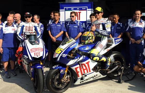 El equipo Yamaha descubrió al público las nuevas máquinas coincidiendo con la primera jornada de entrenamientos de la pretemporada de motociclismo.   Foto: Agencias