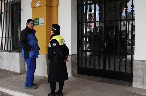 El Ayuntamiento de Villamartin permaneció cerrado  Foto: Aguilar
