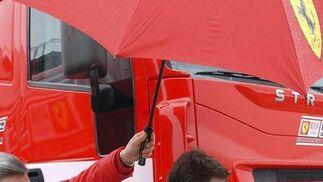 El piloto Fernando Alonso a su llegada al circuito de Jerez.  Foto: Agencia