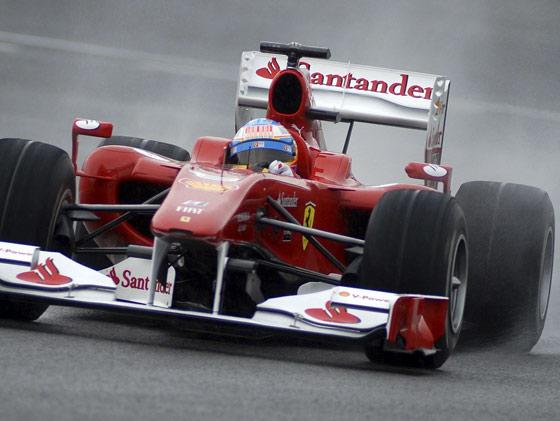 Fernano Alonso en un momento del entrenamiento.   Foto: Agencia