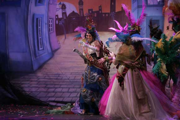 Mariana Curado fue proclamada Diosa del Carnaval 2010 en una gala por la que desfilaron los carnavales más representativos de Iberoamérica  Foto: Lourdes de Vicente