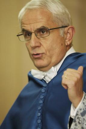 El consejero de Innovación asiste a la toma de posesión de Antonio Pascual como miembro numerario de la Academia de Ciencias y Matemáticas.   Foto: Miguel Rodr?ez