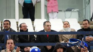 La delegada de Deportes y el director del área de Deportes disfrutan del encuentro desde las gradas.  Foto: Juan Carlos Toro