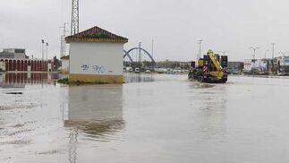 Chiclana se lleva la peor parte de las intensas lluvias que afectan a la provincia, provocando cortes de carreteras, desalojos de casas y crecidas de los ríos  Foto: Sonia Ramos/A.Mora/Rioja