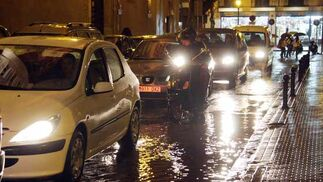 El tráfico se resisntió a causa de las intensas precipitaciones.  Foto: Victoria Hidalgo