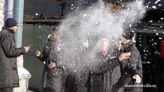 Adriano, tras lanzar nieve a un compañero.   Foto: Antonio Pizarro