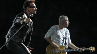 Bono y Adam Clayton.  Foto: Pizarro