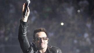 El cantante de U2, bailando.  Foto: Pizarro