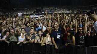 La pista atestada de fans de U2.  Foto: Pizarro