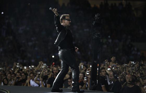 El público entregado a U2.  Foto: Pizarro