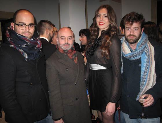 Los diseñadores Christian Ballesteros, Antonio García y Fernando García, con la modelo Myriam Eme.  Foto: Victoria Ramírez