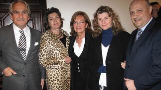 José Ángel Domínguez (FEC), Olga Gil, Merchona Goñi, presidenta de la Asociación de Amigos de la Moda; Pilar Montoro y Francisco Molina.  Foto: Victoria Ramírez