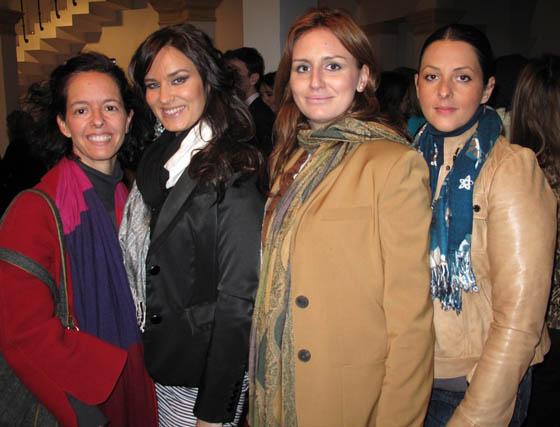 Las sombrereras Nandi Torres y Luna Fabiola (Nandi & Co); la diseñadora Julia Ruiz (Rubín de Celis) y Julia García, economista del Grupo Q.  Foto: Victoria Ramírez
