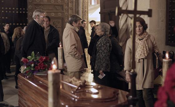 Espartaco despidió a Diego Puerta y dio el pésame a la familia.  Foto: Antonio Pizarro