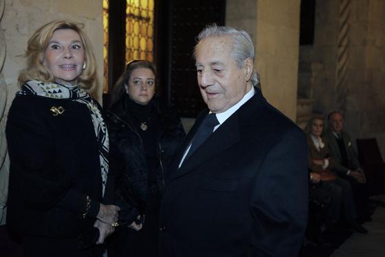 Litri y su esposa asistieron al velatorio del maestro sevillano.  Foto: Antonio Pizarro