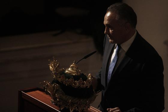Rafael Gordillo agradece su proclamación como Rey Baltasar.   Foto: B. Vargas
