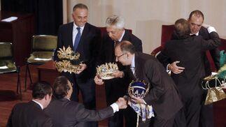 Las autoridades felicitan a los Reyes Magos.   Foto: B. Vargas