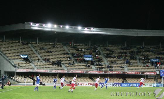 Poco público en el estadio de Chapín.   Foto: Pascual
