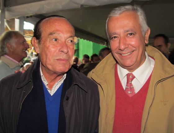 El torero Curro Romero y Javier Arenas, presidente del PP andaluz.  Foto: Victoria Ramírez