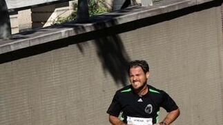 El buen tiempo ha acompañado a los 722 atletas inscritos en la prueba, aunque el fuerte viento de poniente ha dificultado el recorrido de vuelta y ha impedido que se registraran mejores marcas.   Foto: Migue Fernandez