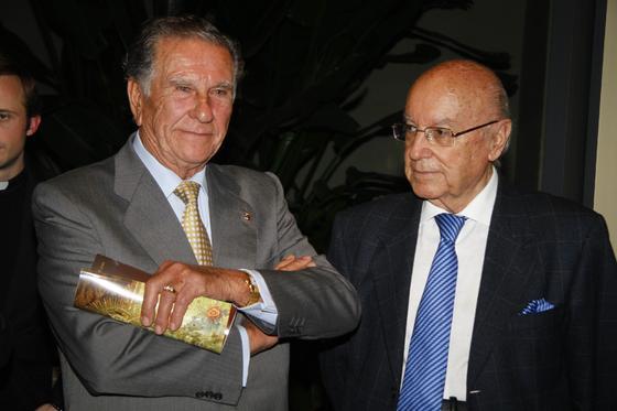 Manuel Alcantarilla, hermano mayor del Rocío de Triana; con Manuel Clavero, presidente del consejo editorial de 'Diario de Sevilla'.  Foto: J. C. Vázquez y Victoria Hidalgo
