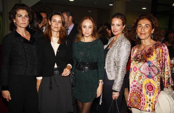 María Caballero, María Muñoz, Mercedes Morón, Marita Rufino y Ana Serrano.  Foto: J. C. Vázquez y Victoria Hidalgo