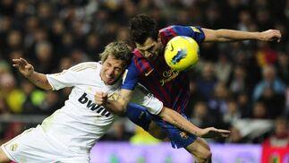 El Barcelona vence al Real Madrid a domicilio (1-3). / AFP